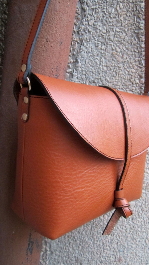 Carrot Big Stella, Chiaroscuro, India, Pure Leather, Handbag, Bag, Workshop Made, Leather, Bags, Handmade, Artisanal, Leather Work, Leather Workshop, Fashion, Women's Fashion, Women's Accessories, Accessories, Handcrafted, Made In India, Chiaroscuro Bags - 5