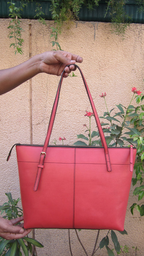 Coral Anabelle, Chiaroscuro, India, Pure Leather, Handbag, Bag, Workshop Made, Leather, Bags, Handmade, Artisanal, Leather Work, Leather Workshop, Fashion, Women's Fashion, Women's Accessories, Accessories, Handcrafted, Made In India, Chiaroscuro Bags - 3