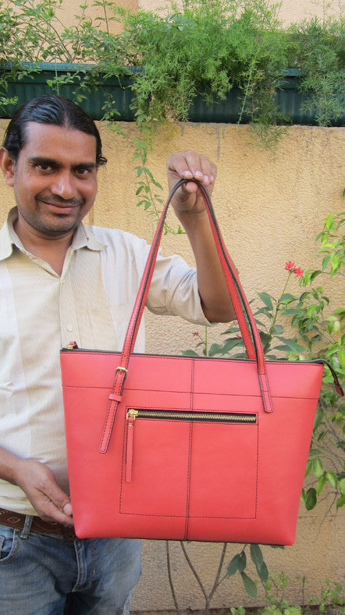 Raspberry Anabelle, Chiaroscuro, India, Pure Leather, Handbag, Bag, Workshop Made, Leather, Bags, Handmade, Artisanal, Leather Work, Leather Workshop, Fashion, Women's Fashion, Women's Accessories, Accessories, Handcrafted, Made In India, Chiaroscuro Bags - 2
