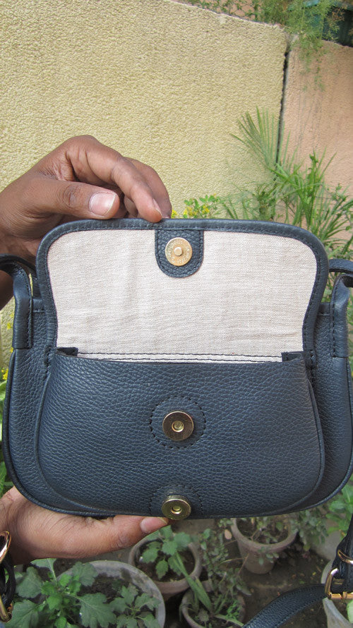 Navy Gigi, Chiaroscuro, India, Pure Leather, Handbag, Bag, Workshop Made, Leather, Bags, Handmade, Artisanal, Leather Work, Leather Workshop, Fashion, Women's Fashion, Women's Accessories, Accessories, Handcrafted, Made In India, Chiaroscuro Bags - 4