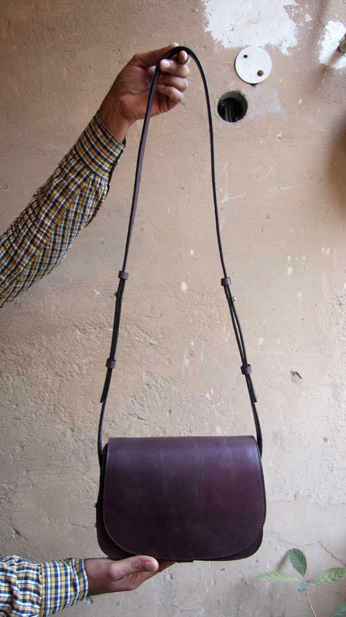 Plum Big Stefanie, Chiaroscuro, India, Pure Leather, Handbag, Bag, Workshop Made, Leather, Bags, Handmade, Artisanal, Leather Work, Leather Workshop, Fashion, Women's Fashion, Women's Accessories, Accessories, Handcrafted, Made In India, Chiaroscuro Bags - 3