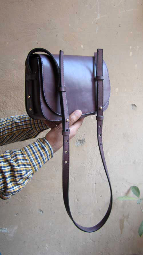 Plum Big Stefanie, Chiaroscuro, India, Pure Leather, Handbag, Bag, Workshop Made, Leather, Bags, Handmade, Artisanal, Leather Work, Leather Workshop, Fashion, Women's Fashion, Women's Accessories, Accessories, Handcrafted, Made In India, Chiaroscuro Bags - 2