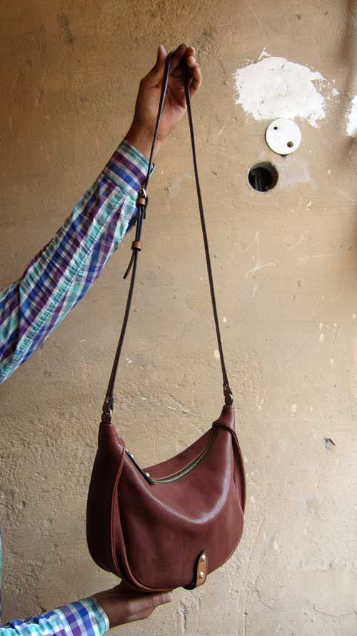 Raisin Little Caro, Chiaroscuro, India, Pure Leather, Handbag, Bag, Workshop Made, Leather, Bags, Handmade, Artisanal, Leather Work, Leather Workshop, Fashion, Women's Fashion, Women's Accessories, Accessories, Handcrafted, Made In India, Chiaroscuro Bags - 2