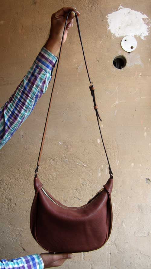 Raisin Little Caro, Chiaroscuro, India, Pure Leather, Handbag, Bag, Workshop Made, Leather, Bags, Handmade, Artisanal, Leather Work, Leather Workshop, Fashion, Women's Fashion, Women's Accessories, Accessories, Handcrafted, Made In India, Chiaroscuro Bags - 3