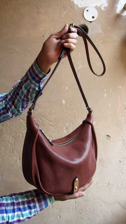 Raisin Little Caro, Chiaroscuro, India, Pure Leather, Handbag, Bag, Workshop Made, Leather, Bags, Handmade, Artisanal, Leather Work, Leather Workshop, Fashion, Women's Fashion, Women's Accessories, Accessories, Handcrafted, Made In India, Chiaroscuro Bags - 5