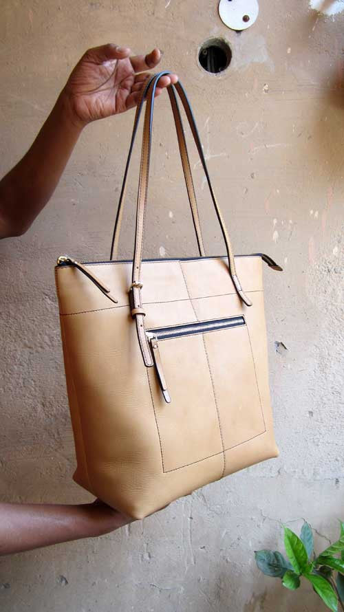 Nude Emma, Chiaroscuro, India, Pure Leather, Handbag, Bag, Workshop Made, Leather, Bags, Handmade, Artisanal, Leather Work, Leather Workshop, Fashion, Women's Fashion, Women's Accessories, Accessories, Handcrafted, Made In India, Chiaroscuro Bags - 2