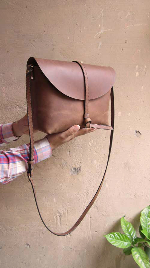 Honey Almond Big Stella, Chiaroscuro, India, Pure Leather, Handbag, Bag, Workshop Made, Leather, Bags, Handmade, Artisanal, Leather Work, Leather Workshop, Fashion, Women's Fashion, Women's Accessories, Accessories, Handcrafted, Made In India, Chiaroscuro Bags - 4