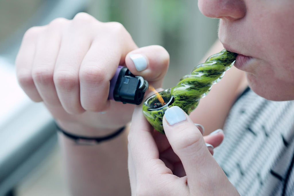 3 Things to Consider When Choosing a Weed Pipe