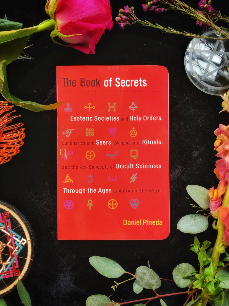 The Book of Secrets : Esoteric Societies and Holy Orders, Luminaries and Seers, Symbols and Rituals, and the Key Concepts of Occult Sciences Through the Ages and Around the World