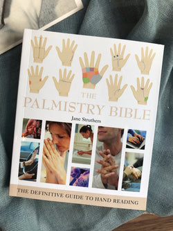 Palmistry Bible: The Definitive Guide to Harnessing the Mystical Energy of the Moon