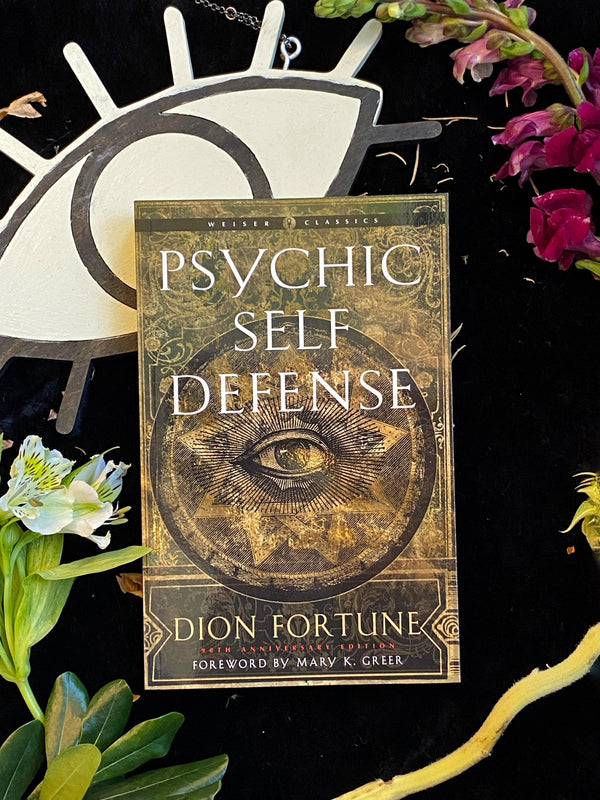 Psychic Self Defense (Weiser Classics) : The Definitive Manual for Protecting Yourself Against Paranormal Attack