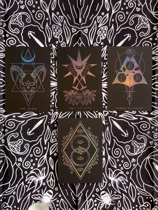 Tarot Cloth / Bandana - Bee-Autiful Labia - Keven Craft Rituals