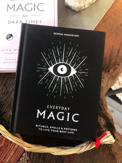 Everyday Magic: Rituals, Spells, & Potions to Live Your Best Life