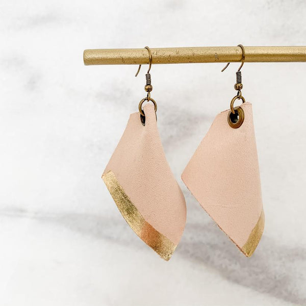 Leafed Pinched Earring - Natural+Gold