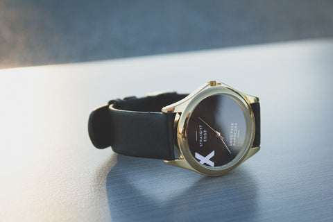 Metal straight edge watch in gold finish