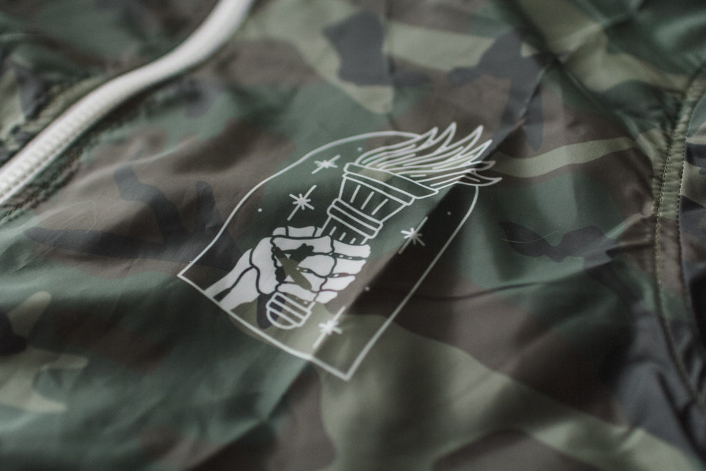Straight edge windbreaker in camo