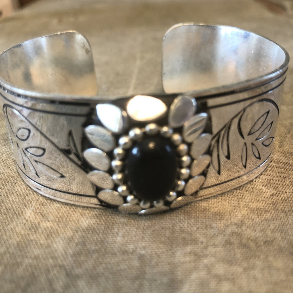 Antique Silver Metal bracelet with Stone