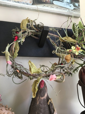 "7.5"" Crown of Thorns Vine Back Mini Wreath"