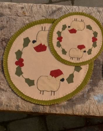 "14"" SANTA SHEEP TABLE MAT"