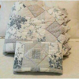Ashley Laura Ashley Quilt & Sham Quilted Zig Zag Edging Twin