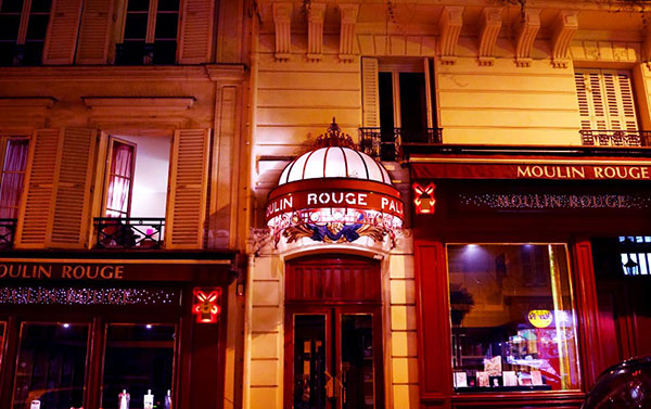 boutique-Moulin-Rouge-rue-Lepic