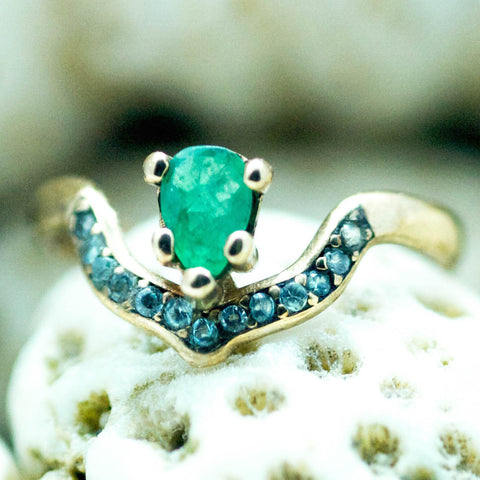Arcos Ring with Emerald