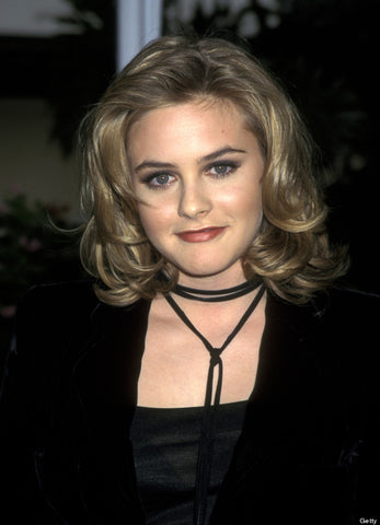 Alicia Silverstone wearing a choker post Clueless in 1995