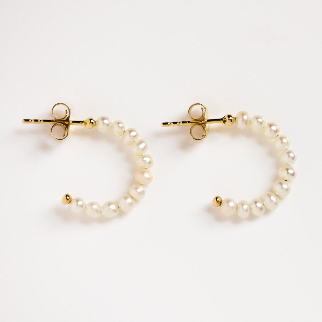 solid gold simple pearl huggie hoop earrings dainty minimal modern fine jewelry\