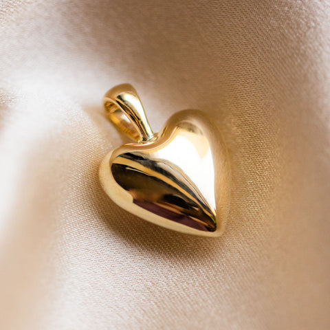 Solid Gold Dainty Heart Charm Necklace