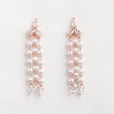 Clutch your Pearls Dangle Earrings