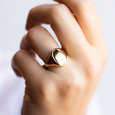 Eliot Signet Ring