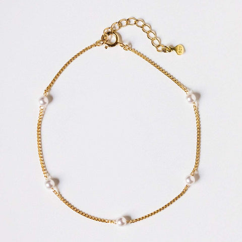 dainty chain bracelet with pearls yellow gold modern delicate jewelry