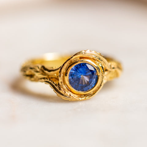 vintage 18k sapphire ring in textured setting unique yellow gold one of a kind fine jewelry