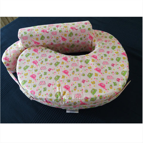 Comfeed Nursing Pillow - White with Pink Teddies
