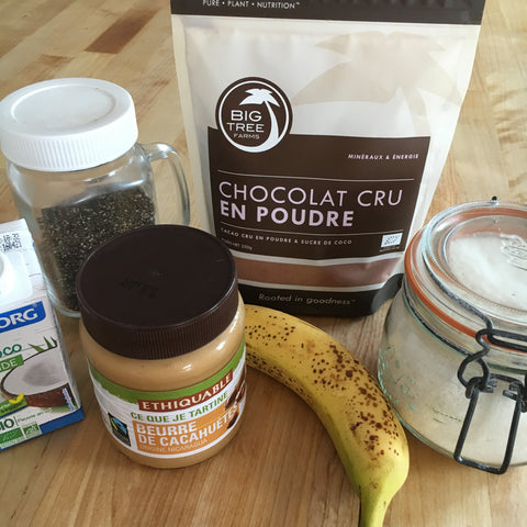 Ingrédients smoothie bowl au chocolat cru