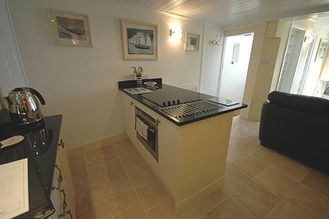 Alfred Wallis Studio apartment, st.ives cornwall , kitchen, oven