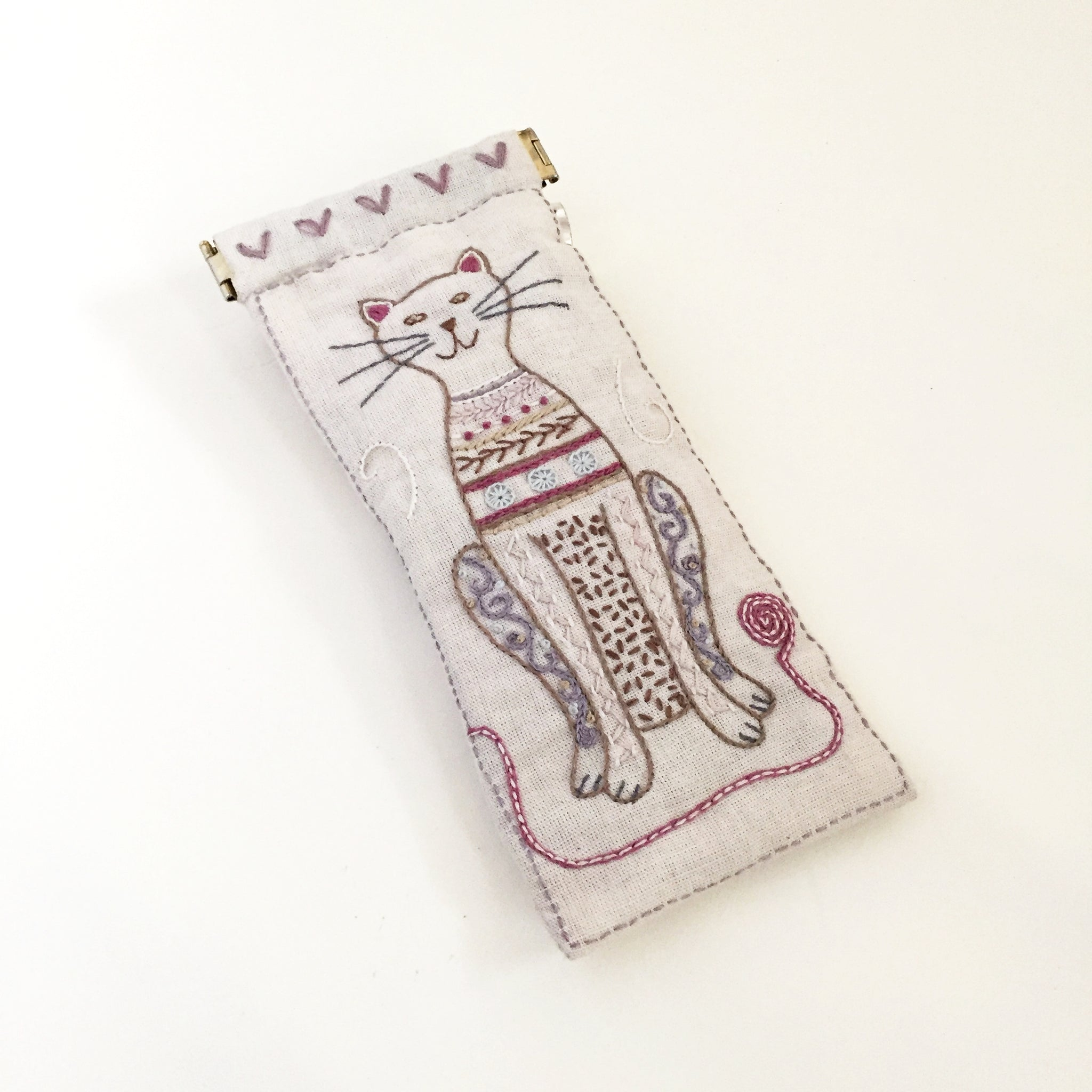 Un Chat Embroidery Kit: Cat Eyeglass Case