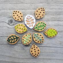 Stitchable Leaf Bamboo Buttons
