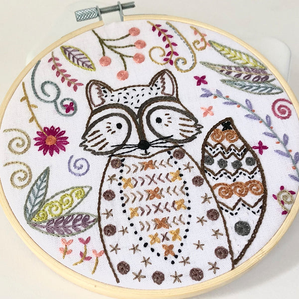 Un Chat Embroidery Kit: Riton the Raccoon