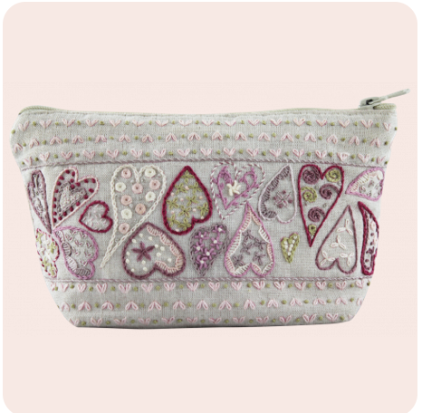 Un Chat Embroidery Kit: Zip Pouch with Hearts