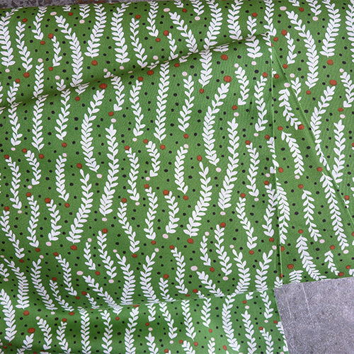 cloud 9 organic quilting cotton fabric climbing tendrils green