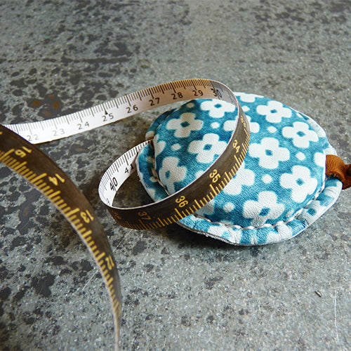 Yuzun Leather Tape Measure - Aqua Green metric