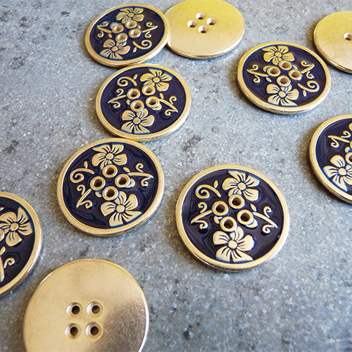 metal enameled flower button