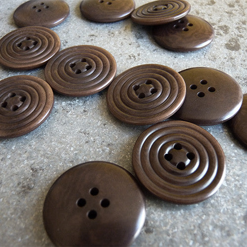 swirl corozo button brown
