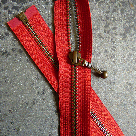 ykk 22 in separating zipper red
