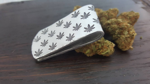 Cannabis leaf patterened money clip