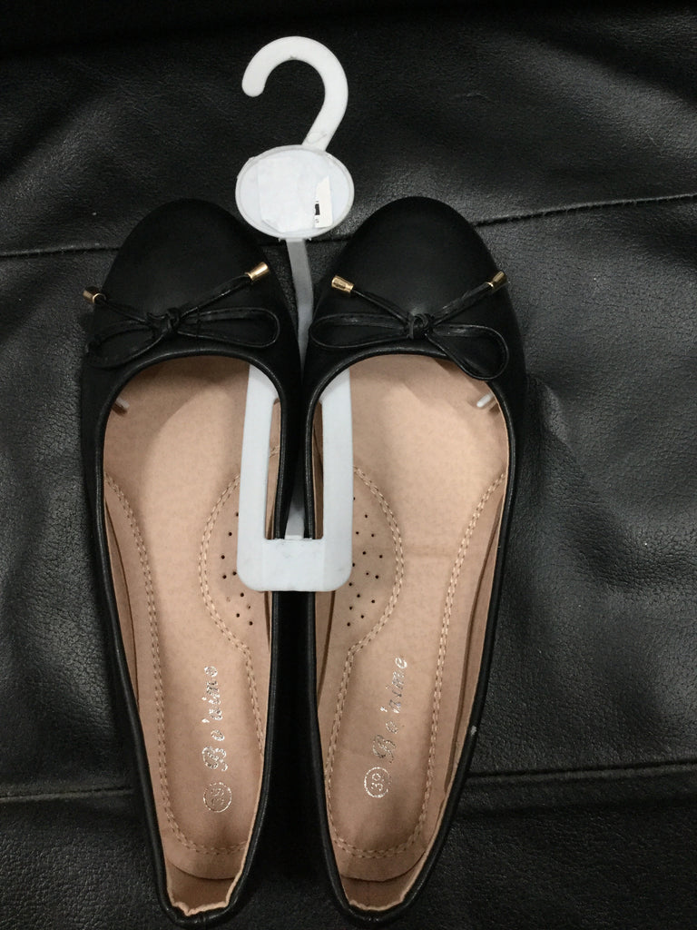 071- Flat black shoes with bow tie