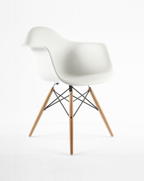 White Mid-Century Shell Chair - Hesby