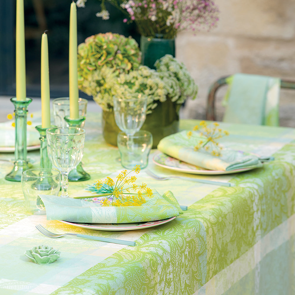 Mille Dentelles (Lace), Prairie Tablecloth