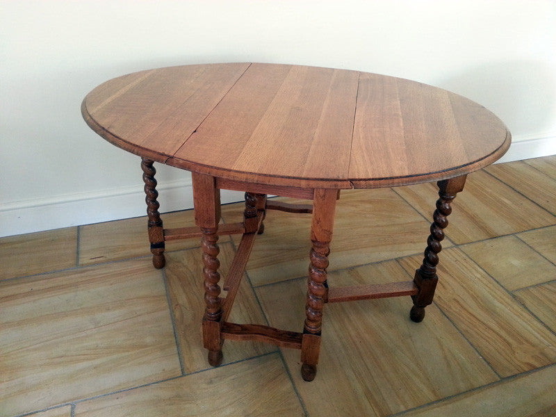 Attrayant Solid Oak Drop Leaf Table 1920s